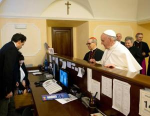 pope_francis_pays_bill_jef_ss_130315_ssh